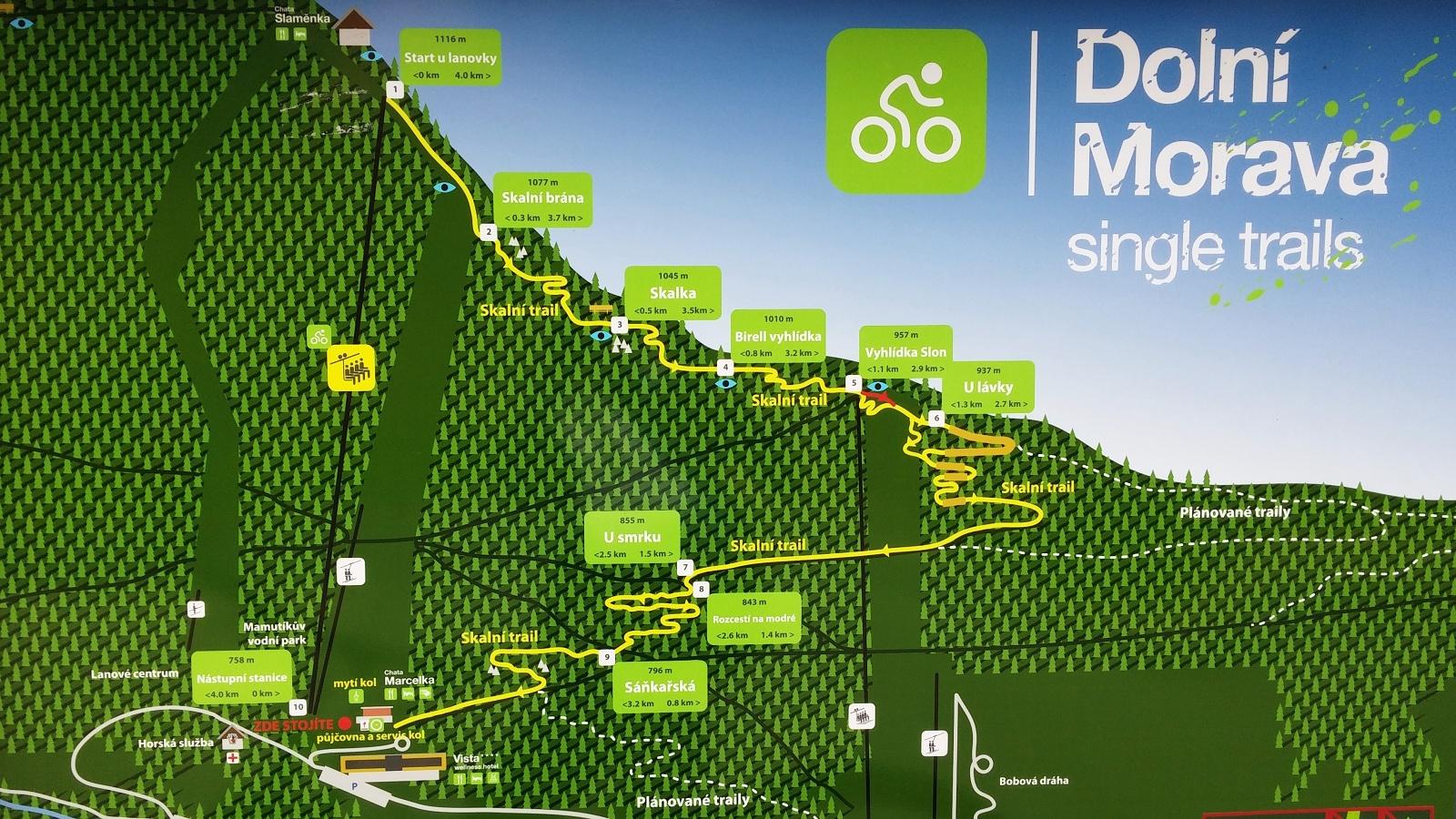Mapa trailů je zatím poměrně chudá. Stěžejní skalní trail však stojí za to.