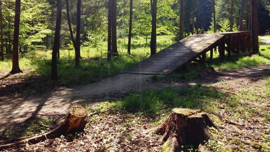 Dřevo a hlína u Vsetína: zkuste první traily z Bike Areny