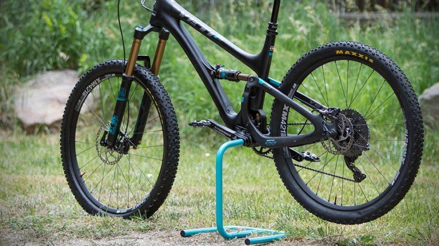 Jak si doma spravovat kolo? Práci ulehčí montážní stojan, stačí úplně levný