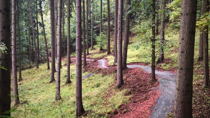 Z Pekláku bude ještě atraktivnější cíl pro bikery. K bikeparku přibudou i singletraily