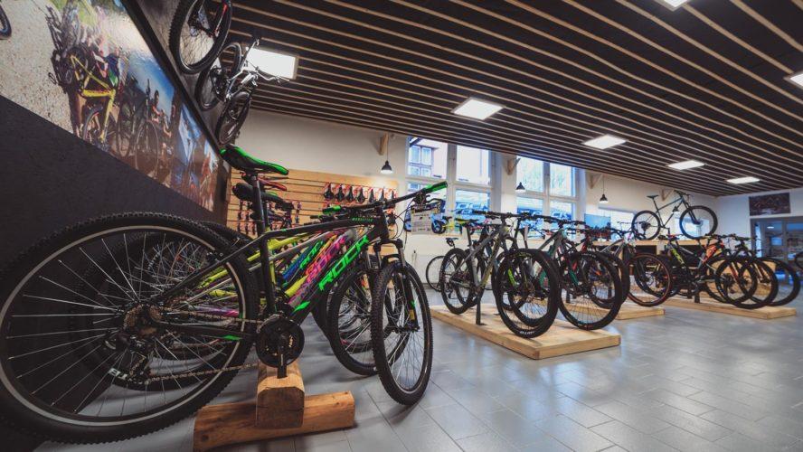 Cykloservisy fungují i během karantény a někteří cykloprodejci vám dodají kolo až domů