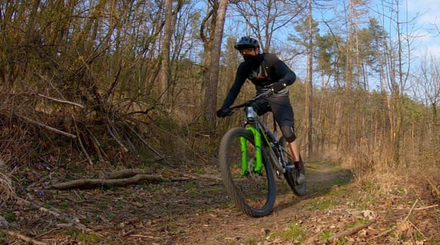Cyklistická sezona může začít. Na kole je možné jet bez roušky a otevírají se cykloprodejny