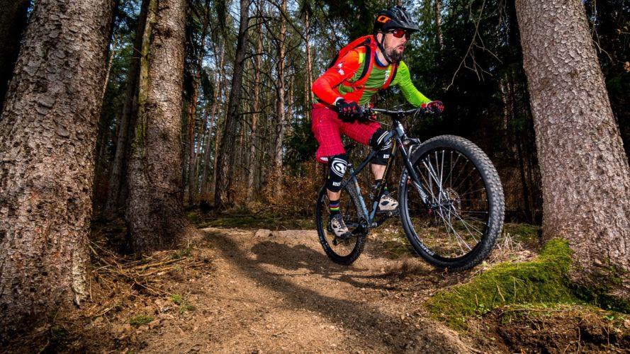 Traily Vír nabídnou bikerům první svezení, v květnu se otevírá Havlův trail