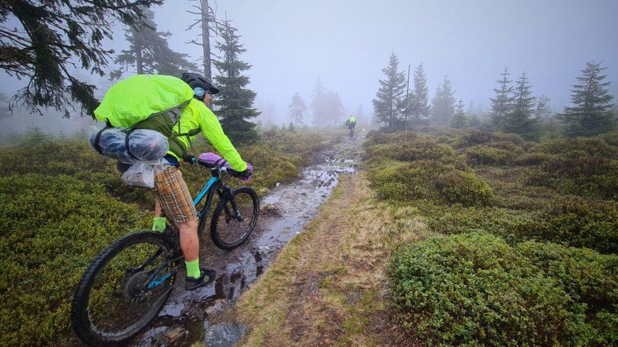 Backcountry na kole: Zkuste to natěžko, k hromadě zážitků stačí víkend
