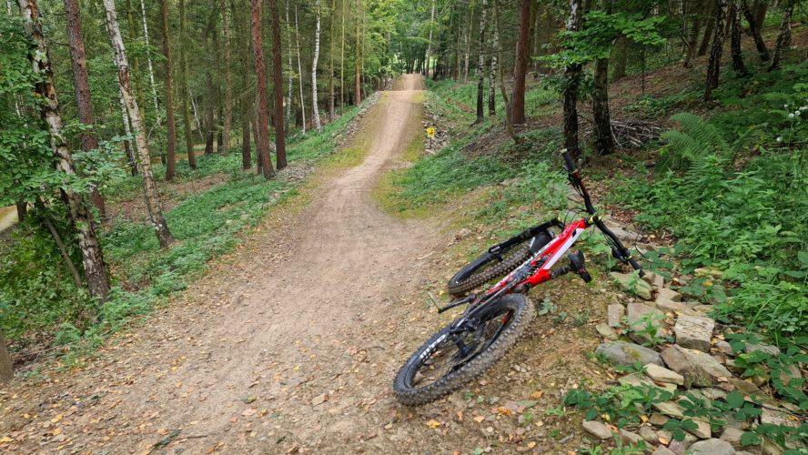 HEI bikepark Tošovice: flow, skákání i trail Michala Marošiho